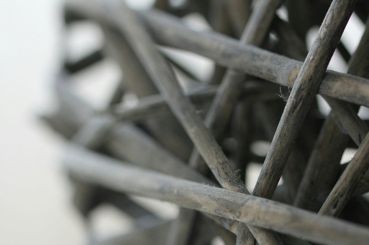 close-up, metal, no people, selective focus, pattern, focus on foreground, day, outdoors, spoke