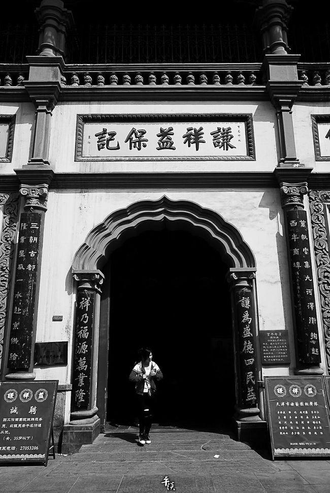 天津估衣街 Ricoh Gr 28mm 28mm Lens Tianjin China China Photos City B&wstreetphotography Citycenter Bnw B&w Street Photography Black & White B&w Black And White Photography Streetphoto_bw EyeEm Best Shots Street Style B&W Collection Blackandwhite Street B&W Collections Black And White Streetphotography Street Photography