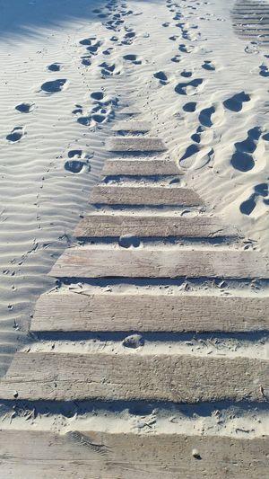 Wege Strand Beach Taking Photos Hello World Feetsteps Enjoying Life Entspannung Pur Entspannung Outdoor Photography Footsteps In The Sand Spuren Im Sand Holzweg EyeEm Selects