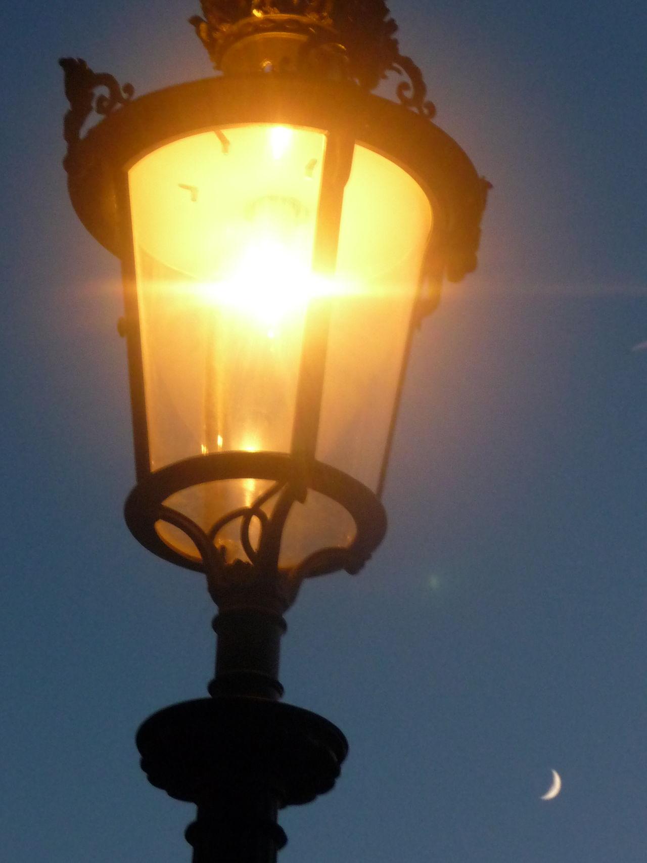 Ciel Himmel Lampadaire Light Bulb Lune Mond Moon Paris Sky Strassenlaterne