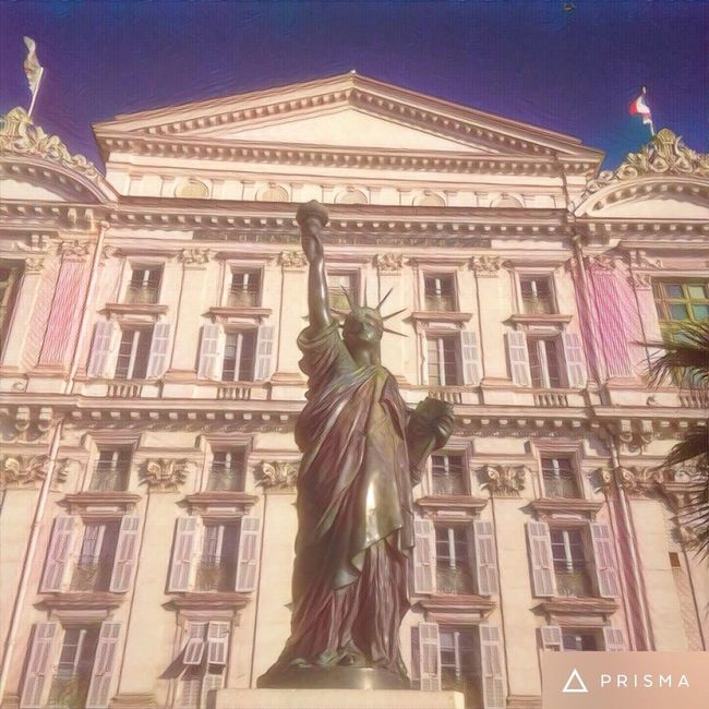 Architecture Travel Destinations Building Exterior Low Angle View City Tourism Vertical Travel Statue Built Structure Human Representation Outdoors Government Female Likeness No People Sculpture Day Sky Dome Fame Nice