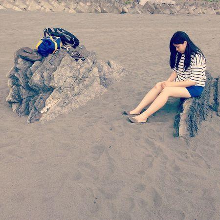 嗯......一早起床, 我的機車就破了個大 ㄎㄤ !!! 到底是誰?! 😱 看來又得花一筆了...... 😢 Model: @salsablank Photographer: Yu Xuan 好個圖文不符 Beach Model Portofolio