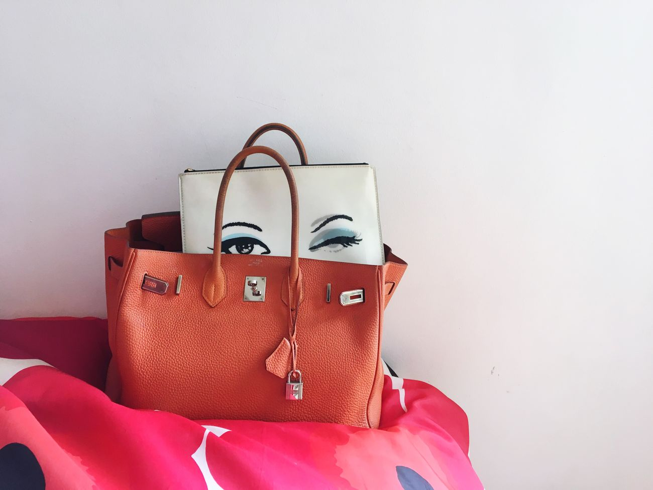 Peeping at You! Quick, peep back! Happy Sunday everyone! Missing you all! My Unique Style Eyes Wink Lenticular Marimekko Hermes Bag Orange