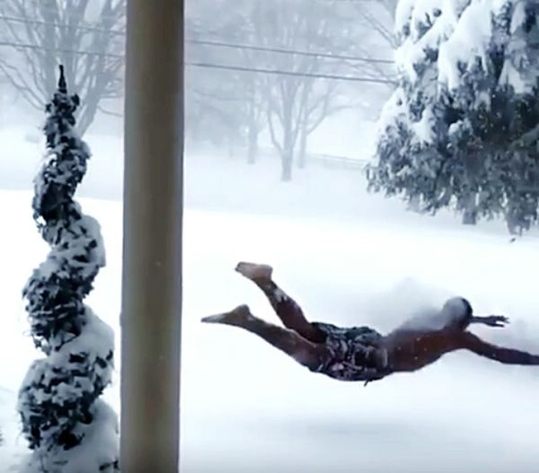 Hanging Out Taking Photos Swimming Time Enjoying Life Crazy Swimming Blizzard 2016 Snow Freezing Cold Full Of Energy Having Fun Having A Good Time Diving Catch The Moment Action Shot  Photography In Motion Landscape With Whitewall Lost In The Landscape