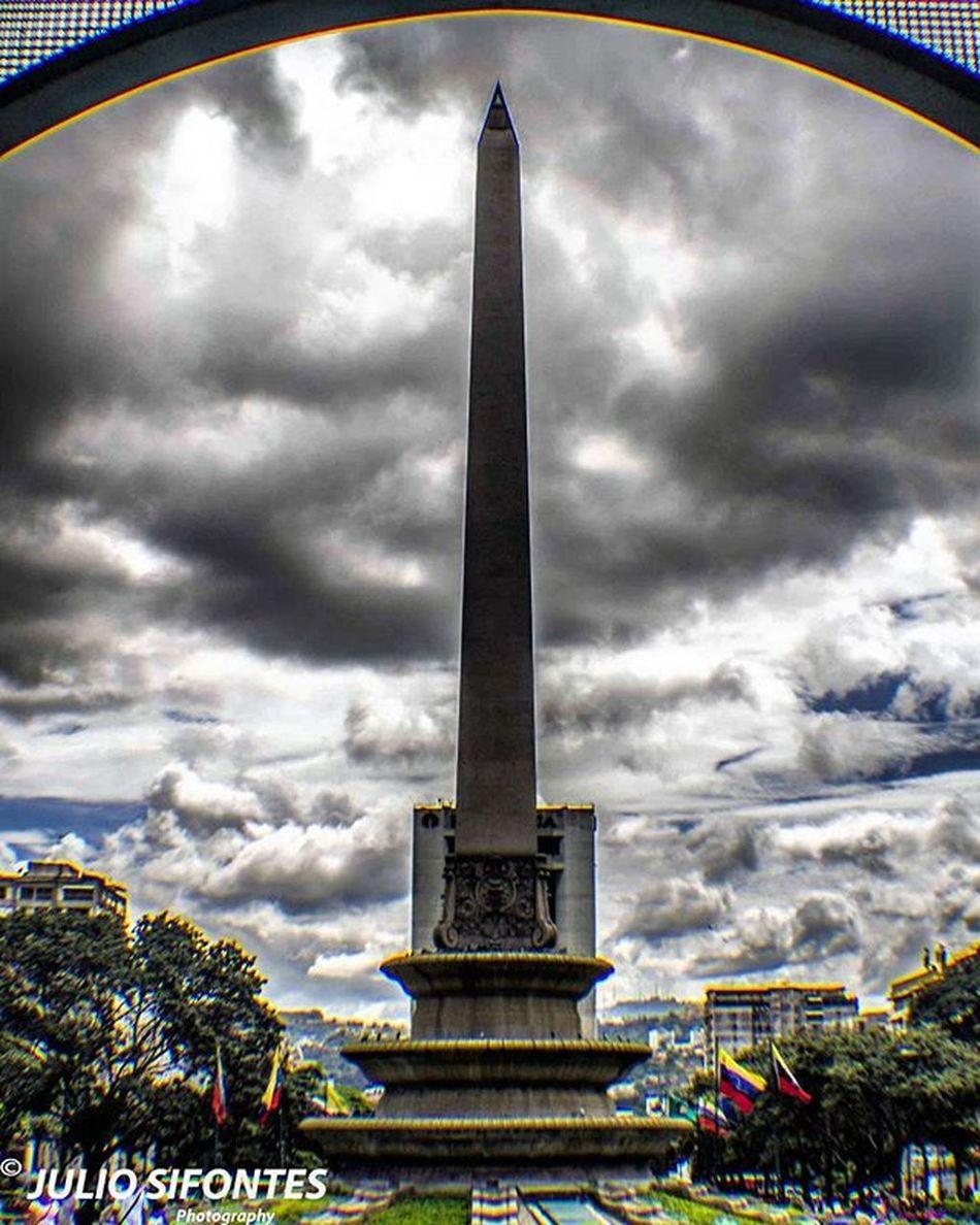 Siempre habrá una torre a la que observar, la cual también nos observa. Plaza Francia/Altamira Fotografiandoconelcorazon LivingVenezuelaVE Increiblevzla Elnacionalweb Ig_Venezuela_pro IG_GRANCARACAS VibraVenezuela Loves_venezuela Instavenezuela Nuestravenezuela_ Gf_venezuela Ig_caracas_ Venezuelansite Venezuela_estrella Ig_venezuela_ InstaLOVEnezuela Icu_venezuela Lovecamera_photo Fotomargarita InstaLOVEnezuela Venezuela_estrella Igrecommend Digers_vzla Digers_venezuela