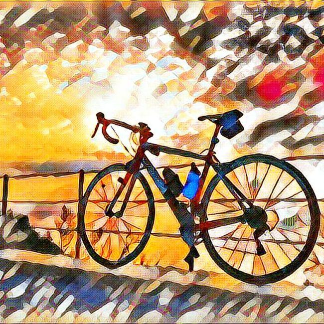 Posta de sol al far de Sant Sebastia. Sunset Bicycle Art Filter Orbeabicycles Orbea Explore Mode Emporda Costabrava Contemplating Beauty Cycling Lifestyle