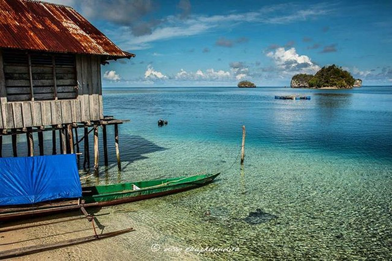 Beautiful backyard Beach Papua Rajaampat BeautifulIndonesia 1000kata INDONESIA Asiangeographic Nature Natgeotravel Instalike Instagram Instagood Photooftheday