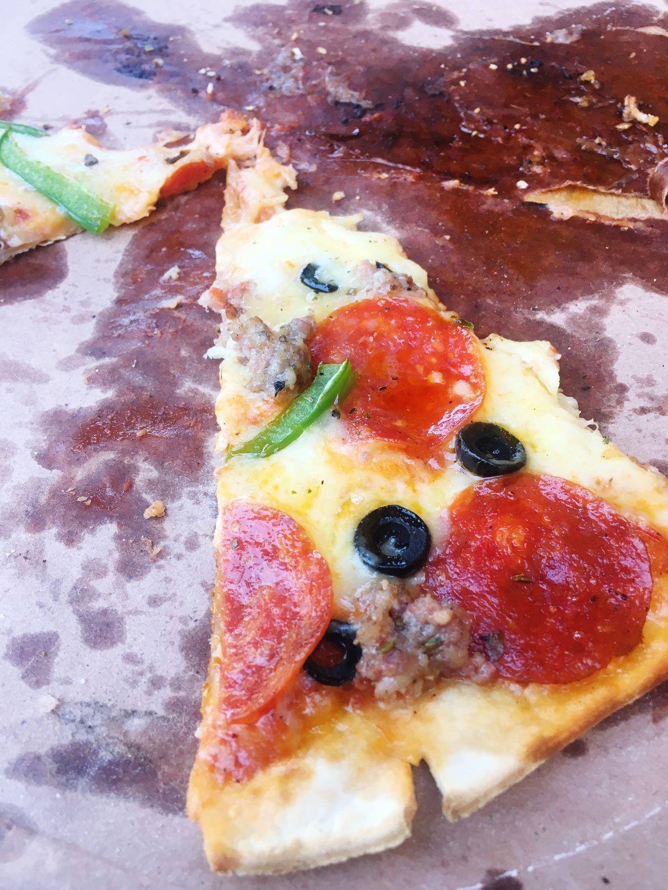Felicidad triangular Pizza Close-up Food No People Ready-to-eat Fast Food Disfrutando De La Vida