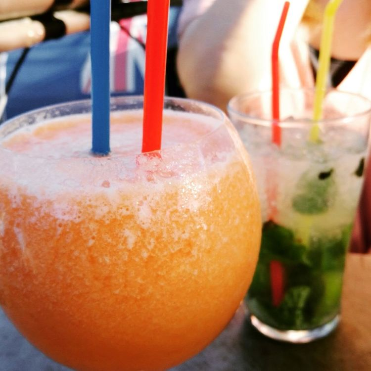 Summer ☀ Sunset Drinks With Friends Drinks Summerdrinks Place Of Heart