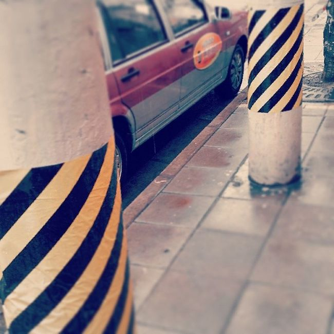 Waiting Taxicab Tags Yellow Red Street Streetlevel Parking Silence Bright MagicColor