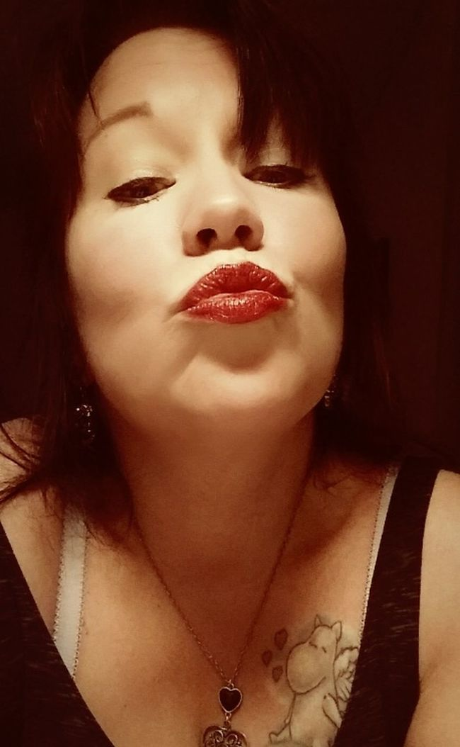 A goodnight kiss to all my followers Me Kiss Love Followed