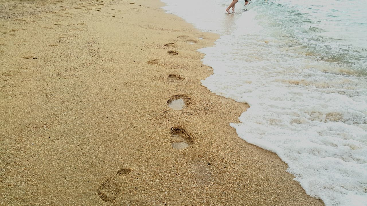 Beach Sand Day Sea Outdoors Nature Real People Shore Sunlight Vacations Water Beauty In Nature Close-up Outdoor Activities Thailandtravel Footsteps Seaside LoveNature Kohsamui_thailand FamilyTime Traveling Home For The Holidays