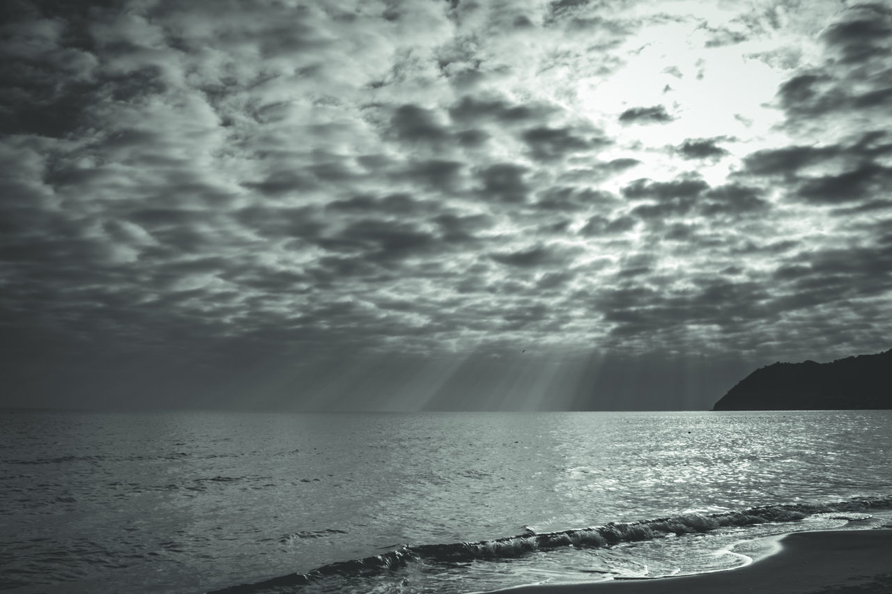 D'inverno | La tregua Atmosphere Atmospheric Mood Beauty In Nature Cielo A Pecorelle Cloudy Dramatic Sky Finale Ligure Horizon Over Water Italia Italy Liguria Moody Sky Má Scenics Sea Seascape Selenium Tone Sky Sun Rays Sun Rays Through The Clouds Sunset Tranquil Scene Tranquility Tregua