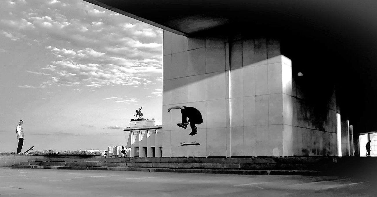 Black And White First Eyeem Photo Monochrome Street Photo Streetphoto_bw Street Photography Streetphotography Black & White Relaxing Blackandwhite Eye4photography  Skateboarding