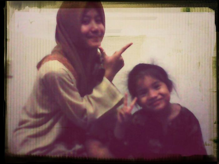 farishah awadah with her lilttle cute sis ;) just now