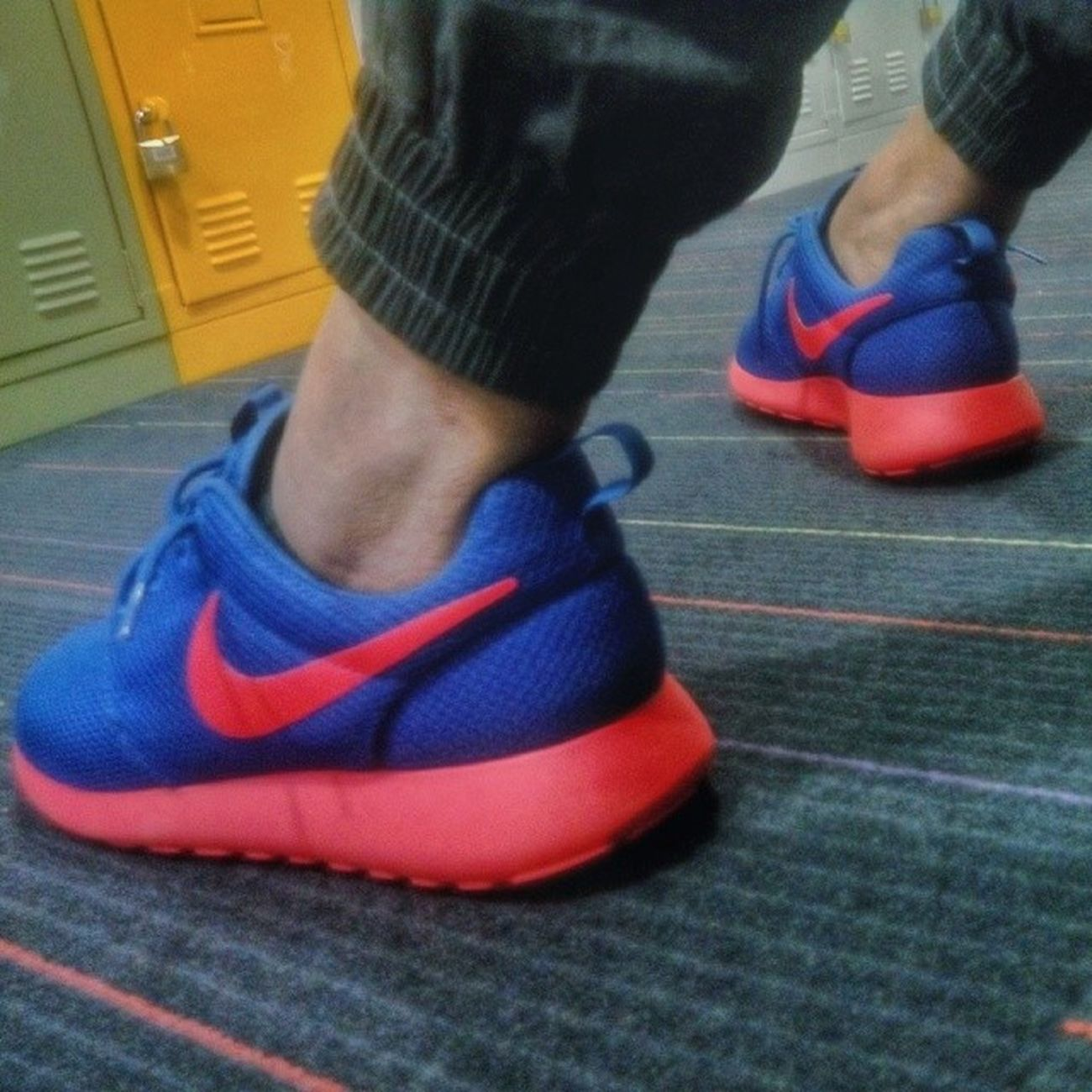 "New cop! Roshe Run ""Knicks"" Rosherun Rosherunknicks Swoosh Nike sneakercommunity shoegasm shoeporn kotd kicksoftheday instashoes igsneakercommunity"