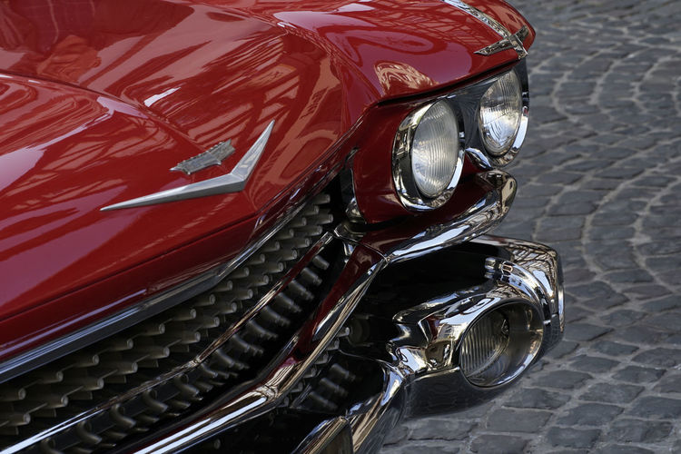 Cadillac Shine US Car Bildfolge Cadillac Eldorado Car Photography Close-up Day Detail Eldorado Headlight Mode Of Transport Motorcycle No People Oldtimer Outdoors Photography Red Red Color Retro Styled Stationary Street