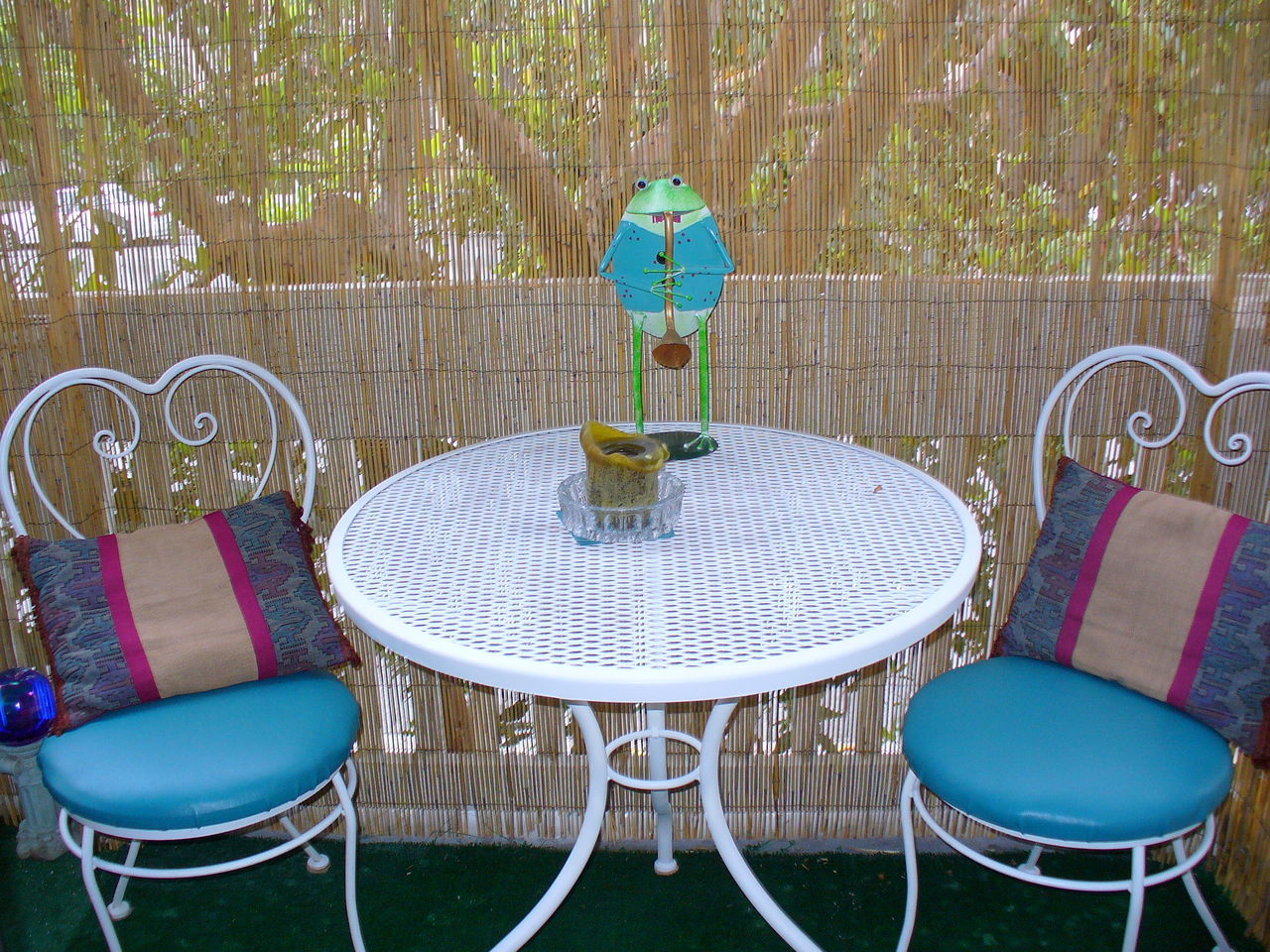 Bamboo Wall Bis Chair Empty Frog No People Outdoors Patio Table