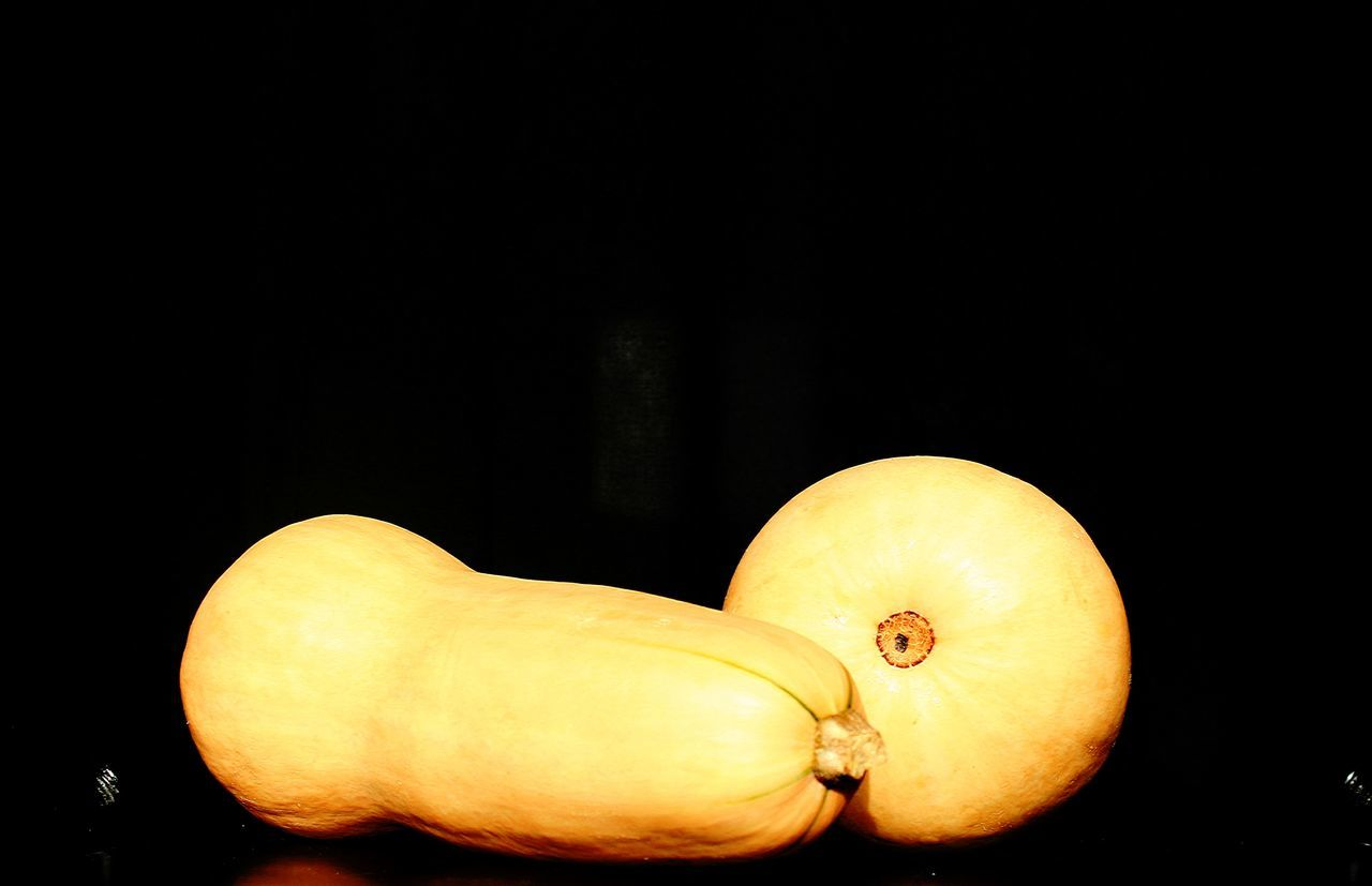 Zucca Zucche Pumpkin Pumpinks Orange Arancione Ovali Nsturamorta Deadnature Food Cibo Vegetables Verdure Cucinare Cook  Stytle Stile Vegetable Studio Shot No People Models Modelle Black Background Sfondonero Coppia