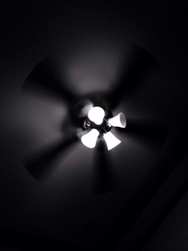 Punding bumbilya Black And White Light And Shadow