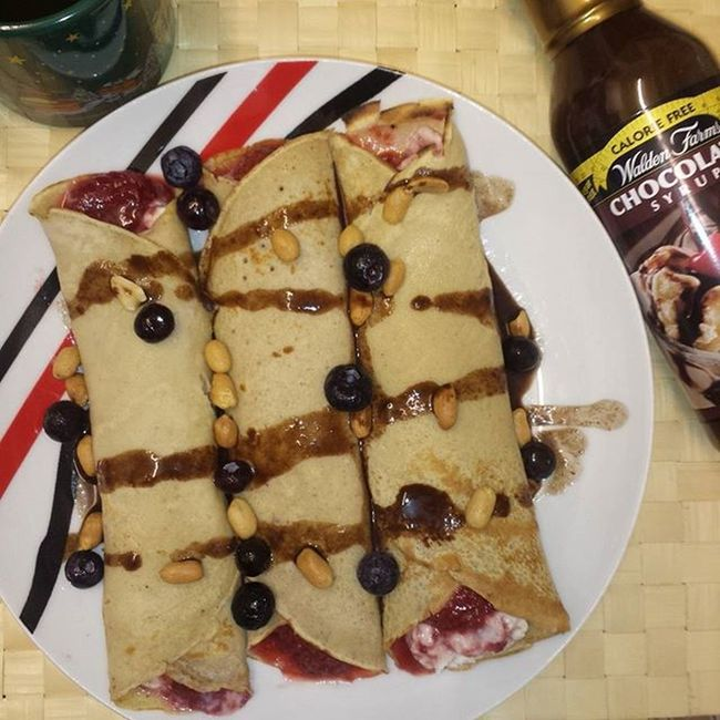 Ricotta-strawberry crepes with @waldenfarmsinternational chocolate syrup😍🍓🍫 Crêpes Breakfast Lowcarb Breakie Chocolate Strawberry Blueberries Waldenfarms Healthyfood Sugarfree Fitnessfood Healthychoices Beliveinbreakfast Mutimiteszel_fitt Foodporn Foodpic Foodfie Likeforlike Mik_gasztro Food Foodinspiration Followforfollow Foodstagram F4F L4l