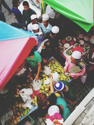Leisure Activity High Angle View Multi Colored Summer Fun Women People Young Adult Togetherness Vacations Young Women Adults Only Full Length Choice Variation Outdoors Adult Childhood Day Only Women Mangoes Mango Jumaat Prayer Kuala Lumpur Tradingplaces #streetpeople