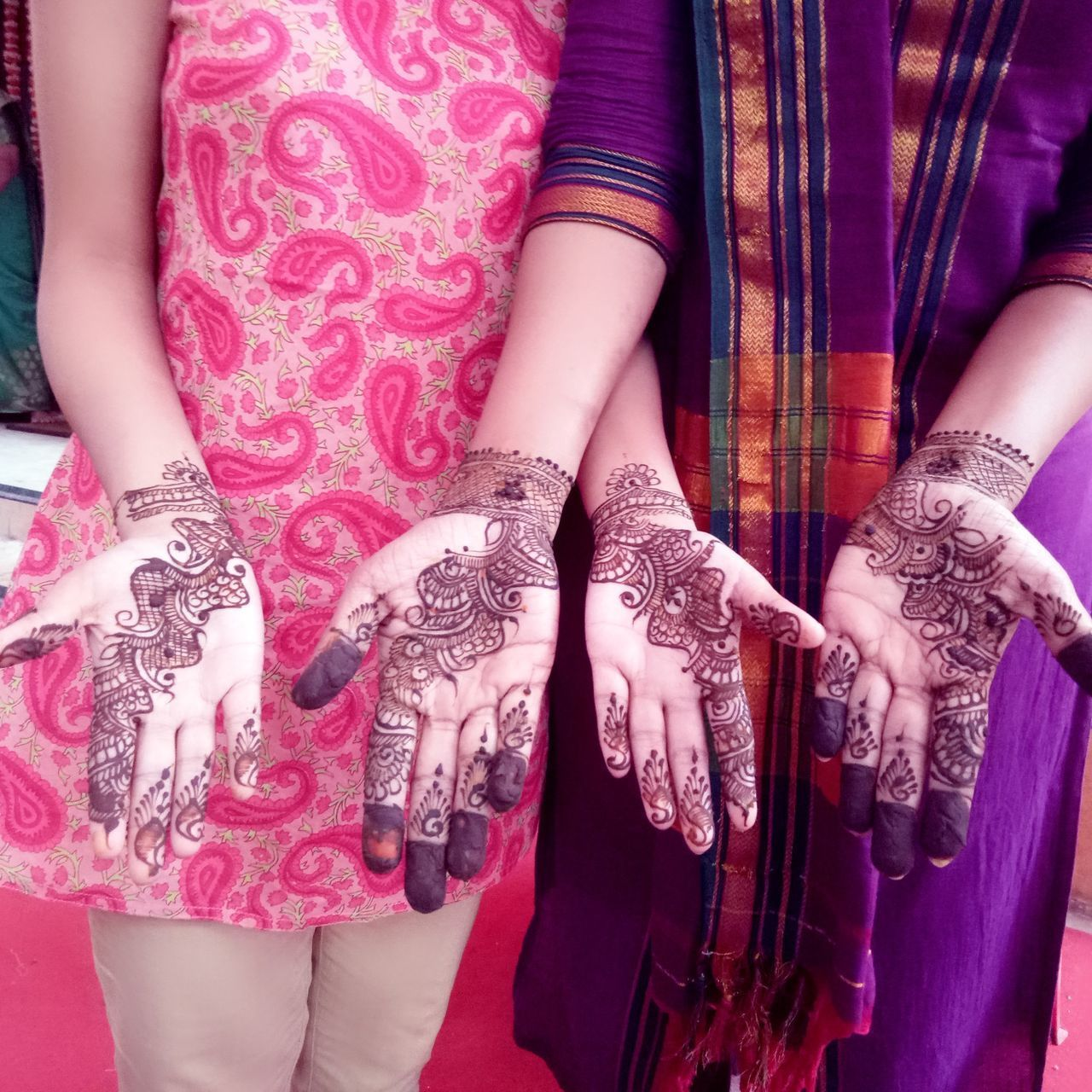That's mehendi/heena🌿 It's dried n powered leaves of Lawsonia inermis (scientific name). It has cooling effect. Also use as natural hair colour. It gives beautiful orange to brown colour on skin as well as hair. Turmeric and Heena are integral part of Hindu wedding. Human Body Part Pattern Human Hand Mobile_photographer Mobile Phone Photography Mobilephotography Elégance Mehedi Art On Hand Mehendi Art Design Tradition
