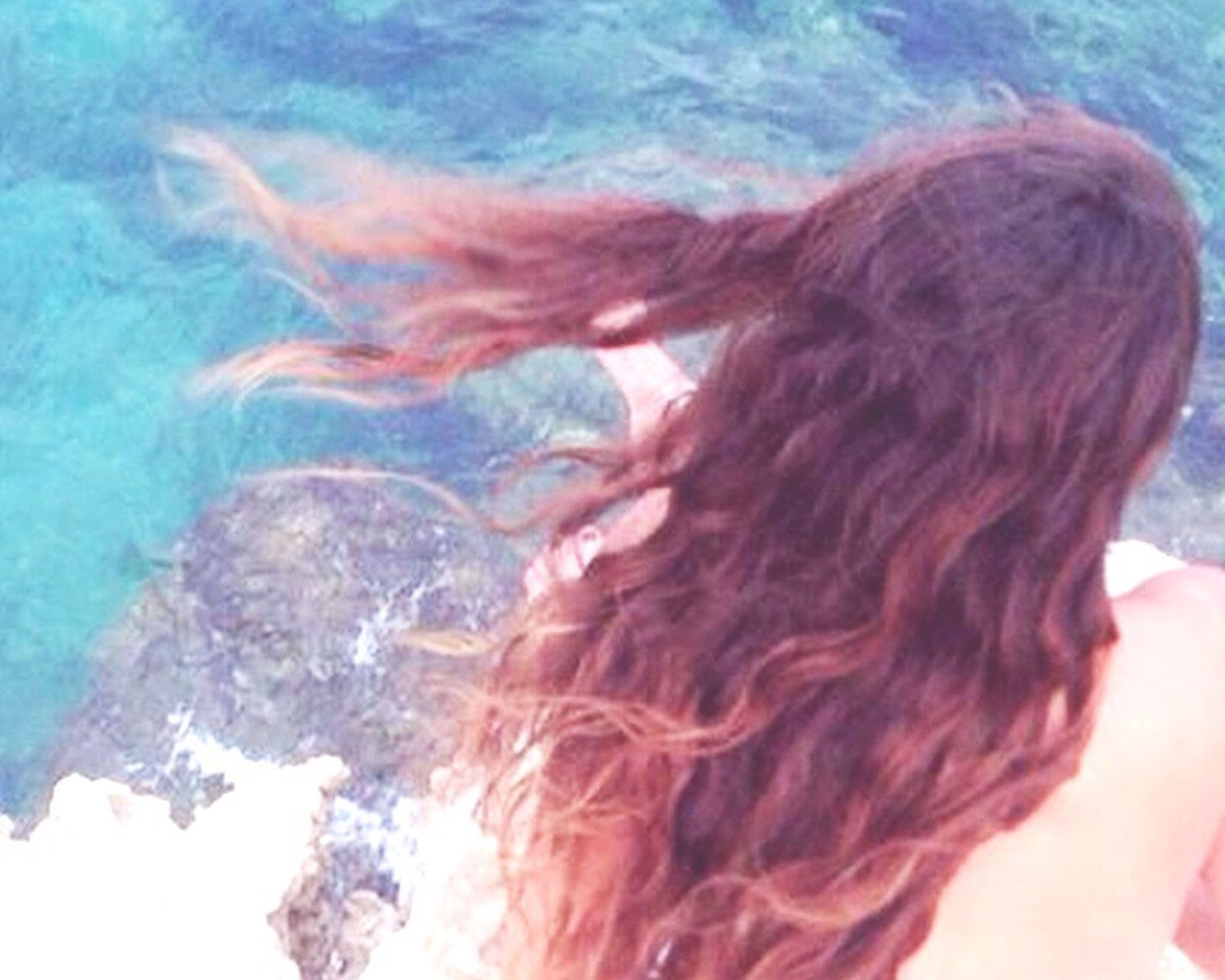 lifestyles, water, leisure activity, headshot, long hair, young adult, young women, person, rear view, sea, vacations, day, sunlight, close-up, high angle view, motion, waist up