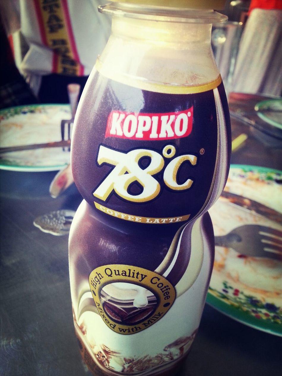 Kopiko Coffee Drinking A Latte kopiko 78°C