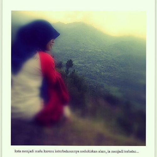 Kata lalu menjadi malu karena terbatas untuk melukiskan alam dalam bahasa. Petualangan Mendaki Sulawesiselatan INDONESIA Jelajah Rute Enrekang Toraja Palopo
