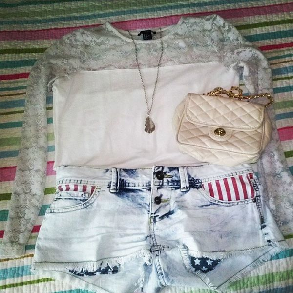 Outfitoftheday Shorts Feathers Pizzo tonight white happy yeee like4like follow4follow
