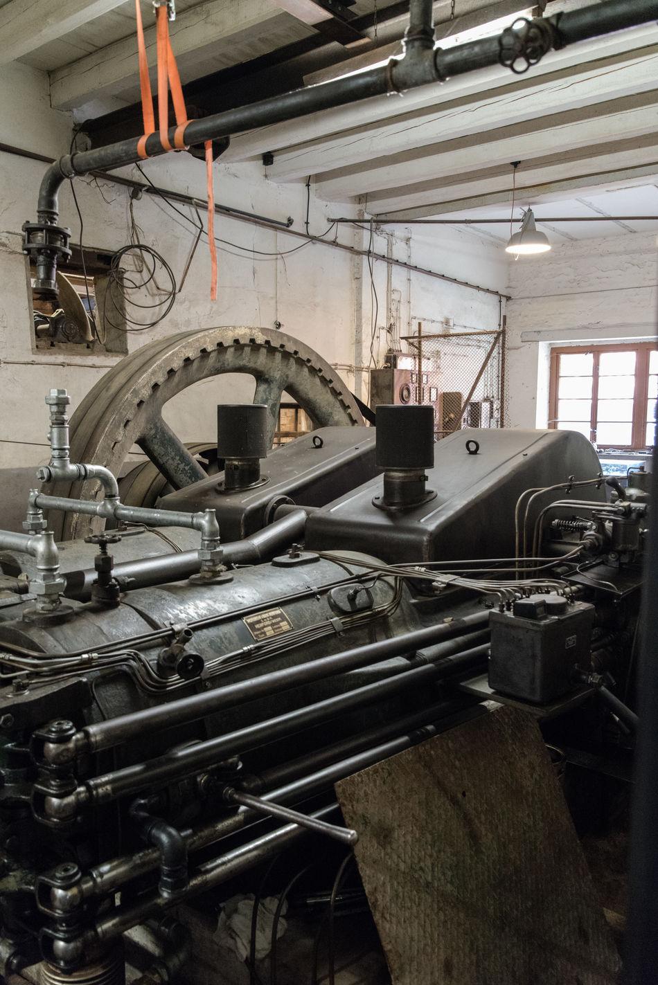 Maschine mit Dieselantrieb DieselEngine DIESELpower Gearwheels Old Machinery Old Machines Pipes Power Cable Power Supply Tubes Wheel