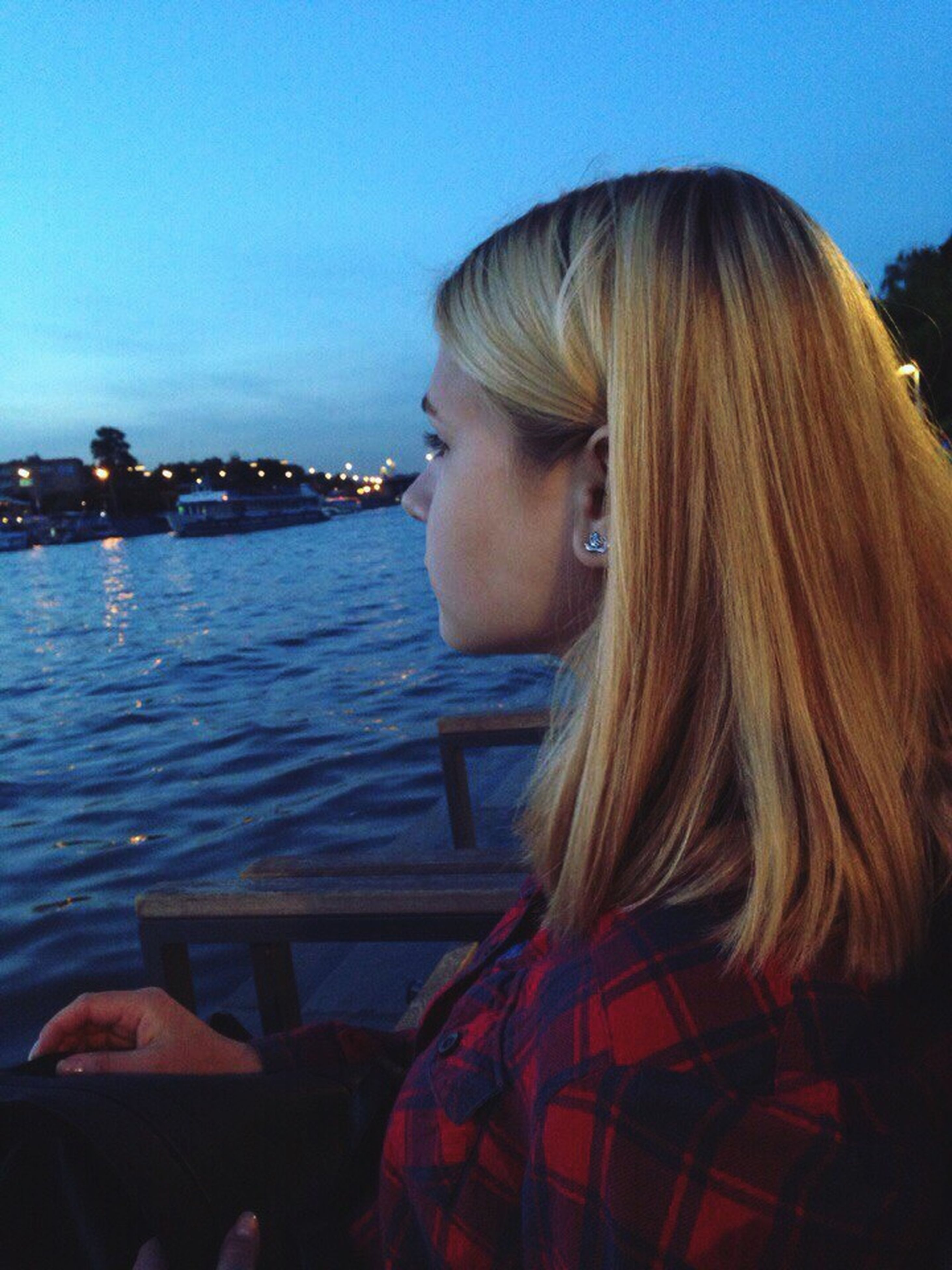 water, young adult, lifestyles, person, long hair, young women, clear sky, leisure activity, sea, headshot, casual clothing, copy space, contemplation, waist up, blond hair, lake, sky