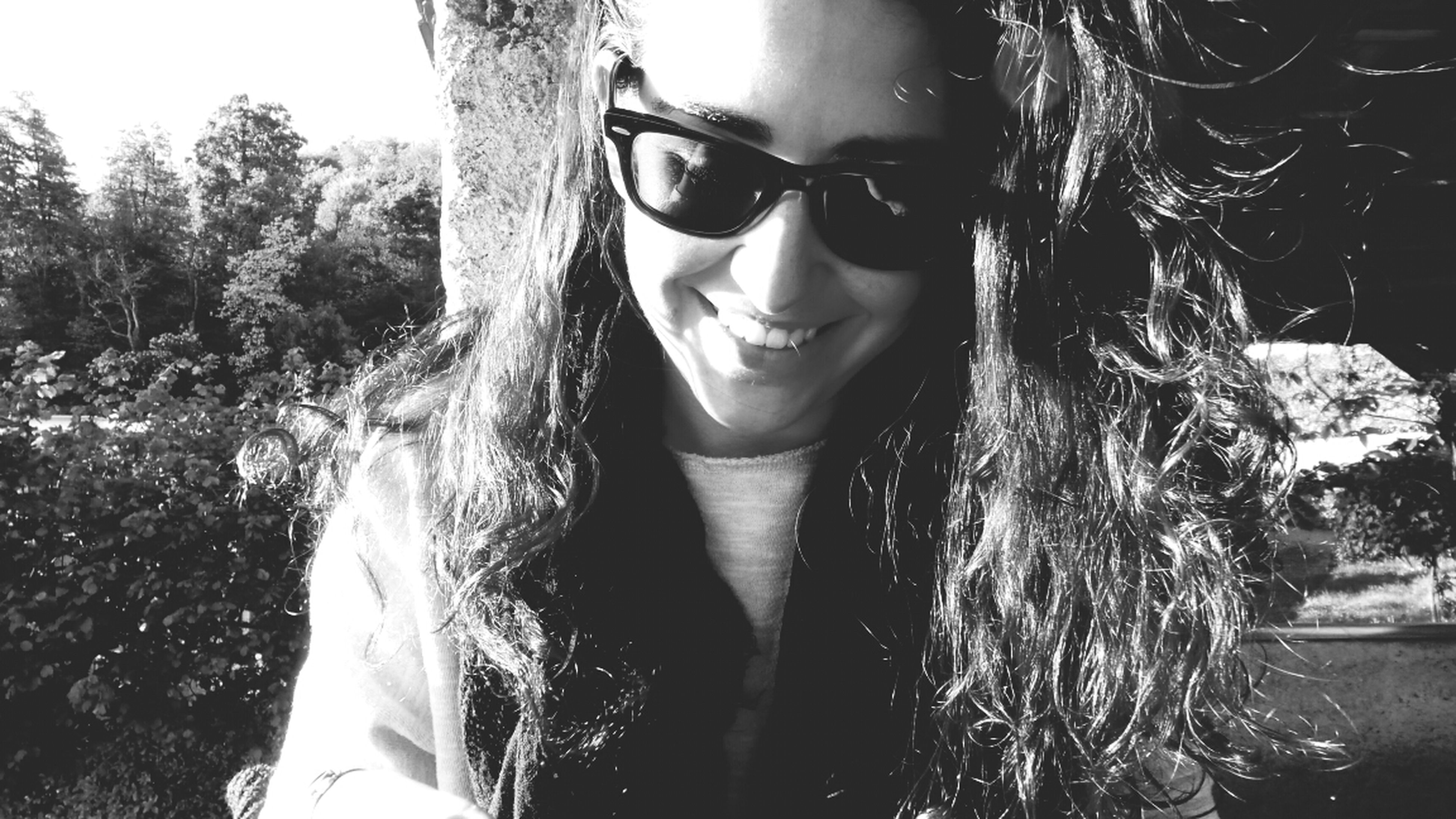 young adult, young women, looking at camera, person, portrait, front view, lifestyles, long hair, leisure activity, beauty, smiling, tree, standing, sunglasses, headshot, femininity, casual clothing