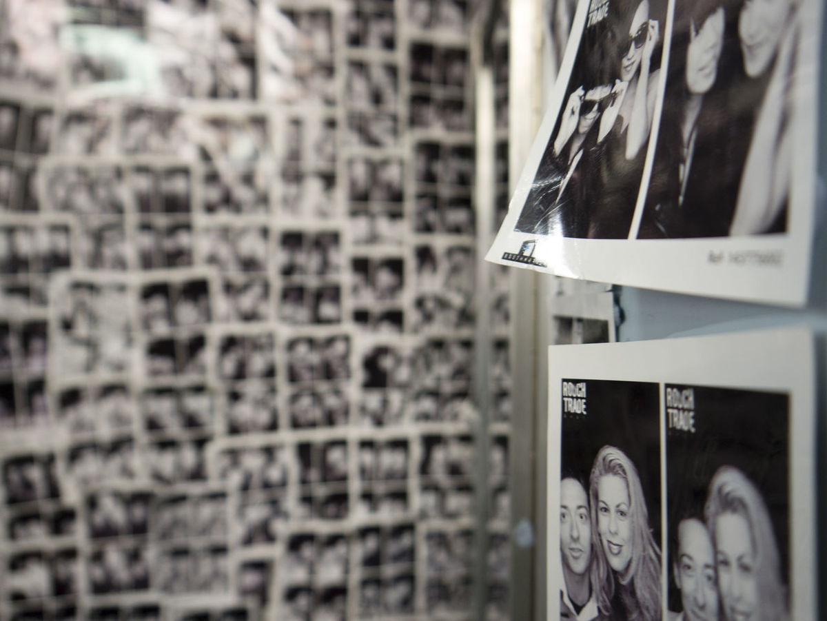 Photowall People London Rough Trade Black And White Depth Of Field