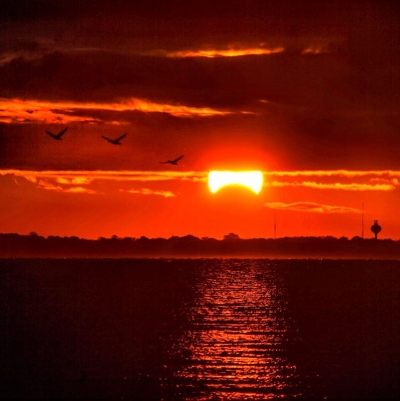 Eclipse 3. Eye4photography Eyemnaturelover Water_collection Sunset #skyporn #cloudporn # Bestskyever #gorgeous # Beautiful #stunning