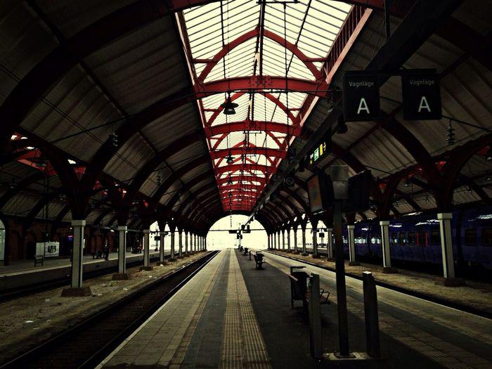 MaxArt Trainstation Waiting Taking Photos