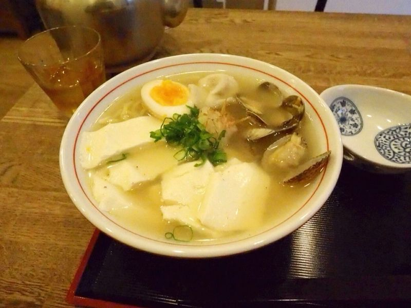Kyoto Japan Kujyo Mameya Tofu Ramen Noodle Solt Delicious Goodtaste Olympus PEN-F 京都 日本 九条 東寺近辺 豆八 おとうふラーメン あさり塩 ラーメン あっさり 美味 850円