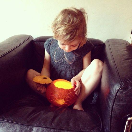 Cutest Littlelady Adorable Halloween peeking pumpkin meltingauntieheart nonafiona @fionezy @bramdeceurt <3