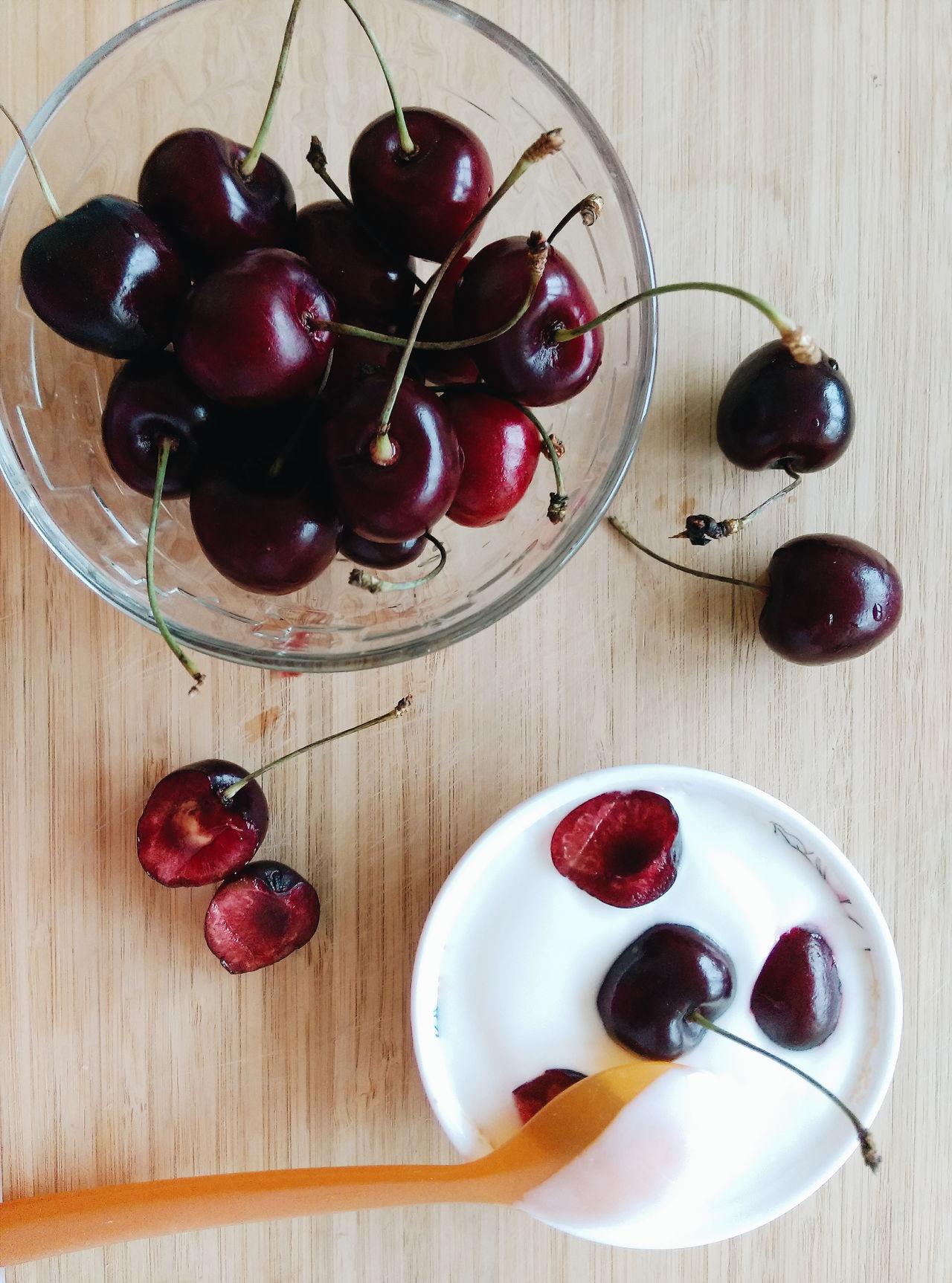 Welcome Weekly sweet cherry stillife via Fotofall