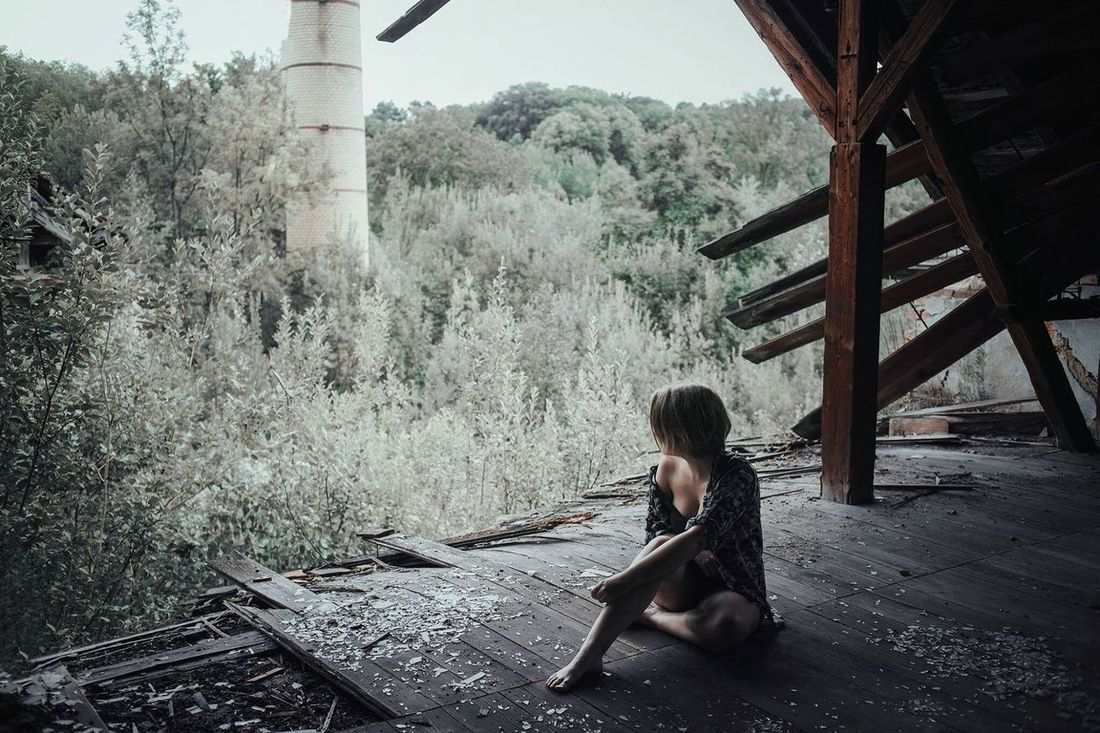 Paradies on the ruins. The Week On EyeEm Portrait Portrait Of A Woman Woman Tranquility Beauty In Nature Outdoors Girl Ruins Nature Nature Fights Back Paradies Abadoned Abadonedplaces