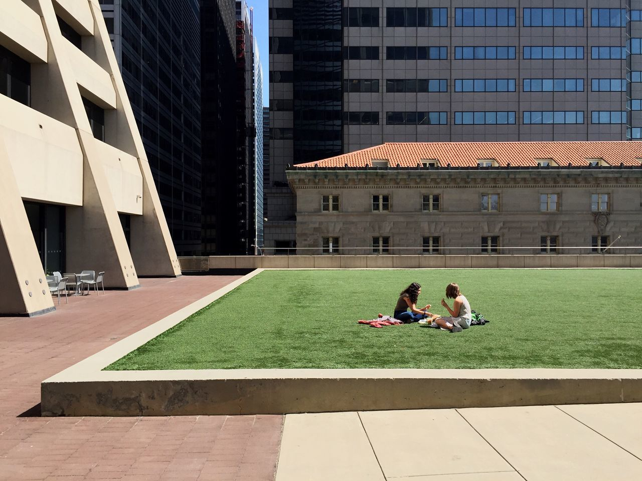 I've found an oasis in Financial District. Besides, I'm wishing for any clouds to appear soon above New York as the sun was burning for 4 days straigt now and this is no photo-appropriate weather. • Check This Out Oasis Financial District  Green Grass Hanging Out Enjoying The Sun Terrace Architectural Detail Young Women Manhattan EyeEm Deutschland The Architect - 2016 EyeEm Awards