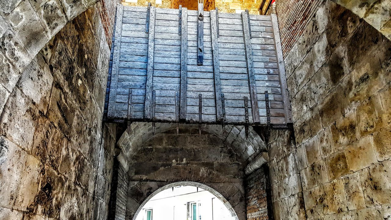 Architecture Built Structure Arch No People Relaxing People Of EyeEm Italy❤️ City City Life Tranquil Scene Hello World ✌ Forfriends Cagliari Capitale Europea Della Cultura Instgram Facebook Page Hello World Holydays Friends ❤ Architecture Facebook Castello History Historic Geometric Shape Portone Antico