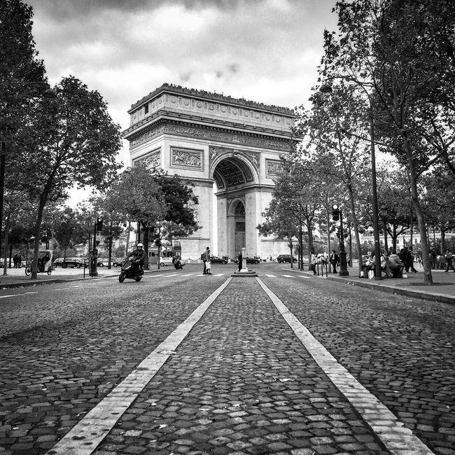 Bonsoir Paris! Bon dimanche Architecture Tree Arc De Triomphe Parisweloveyou Paris ❤ EyeEm Best Shots Eyem Best Shot - Architecture Paris Architecture Photooftheday International Landmark