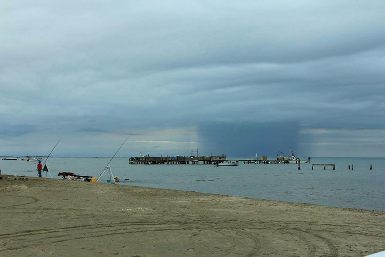 Beach Sea Clouds And Sky Le Calme Avant La Tempete Tempête