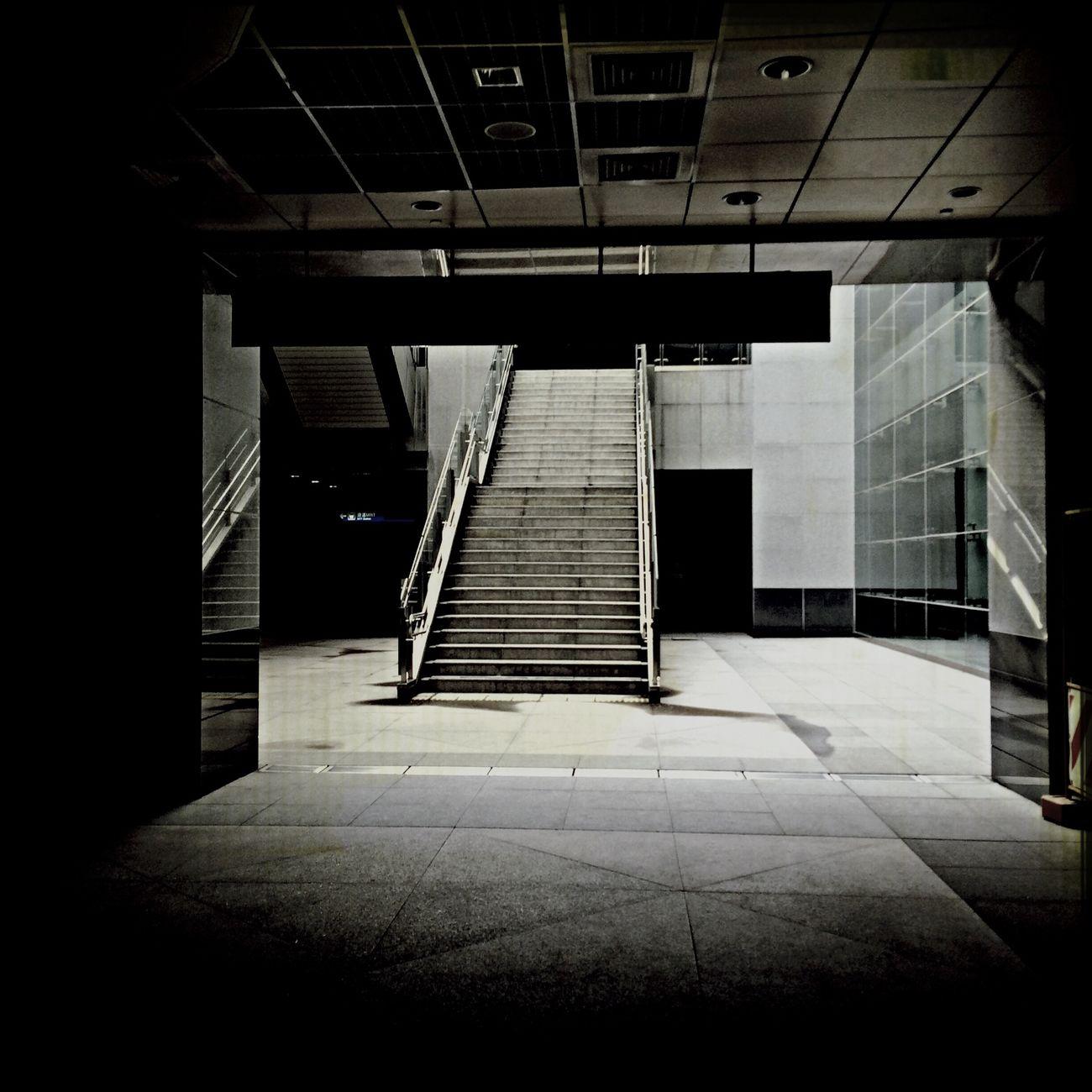 感情也好、生活也好,總是要一個出口。 Exit Taking Photos City Life