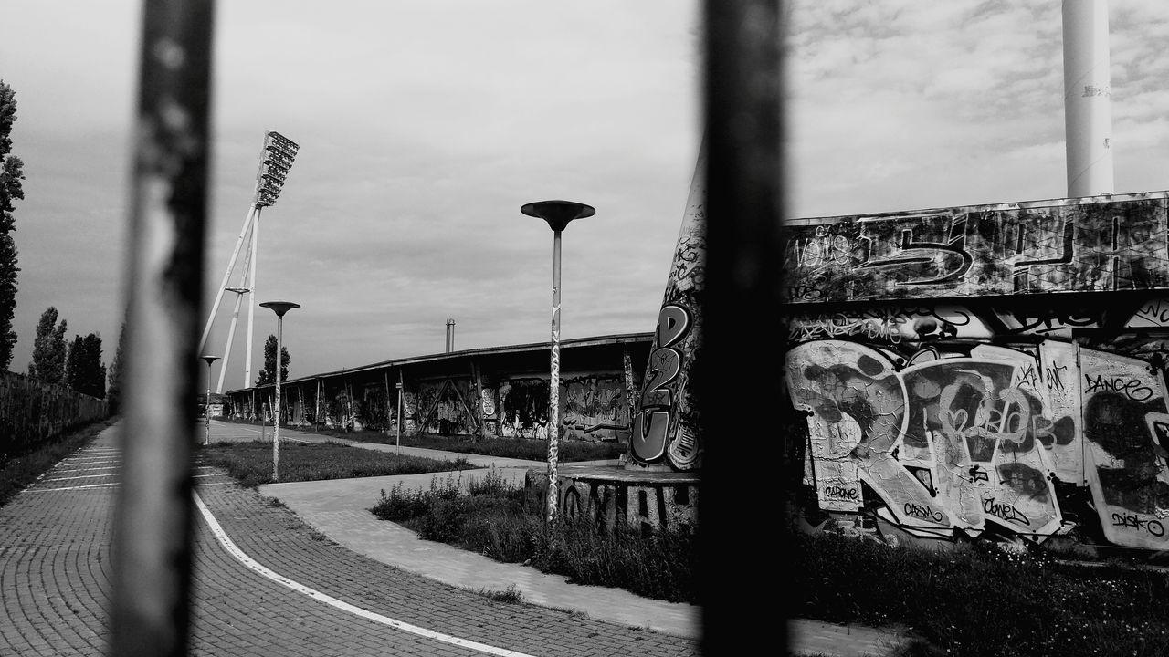 Blackandwhite Black & White Blackandwhitephotography Berlin Graffitiporn Graffiti Art Stadion Stadium Folgt Mir Und Ich Folge Zurück Followme Followforfollow Followifyulike EyeEm Best Shots - Black + White