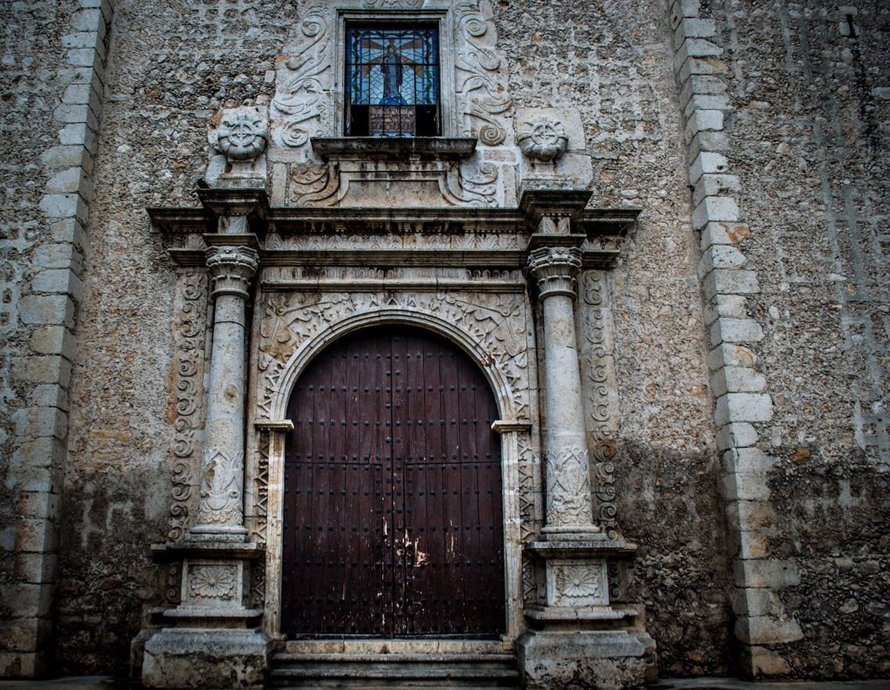 architecture, building exterior, door, history, arch, built structure, day, outdoors, no people, travel destinations, bas relief, facade, sculpture