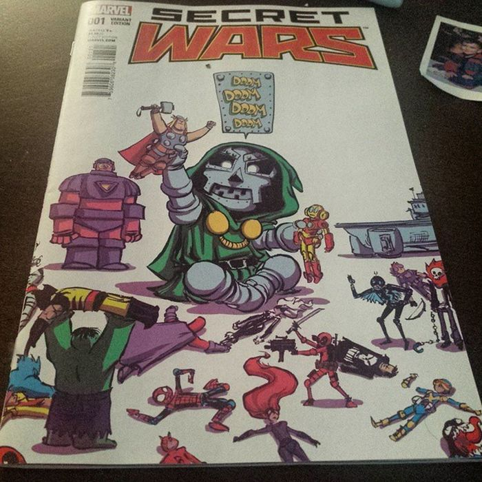Probably one my most favorite comic covers ever. Marvel Marvellegends Marvelcomics Marvelnation MarvelFan Toyfan Actionfigure Toys Toysarehellasick Toycollector Toycommunity Toypizza Secretwars Doom Drdoom Scottieyoung