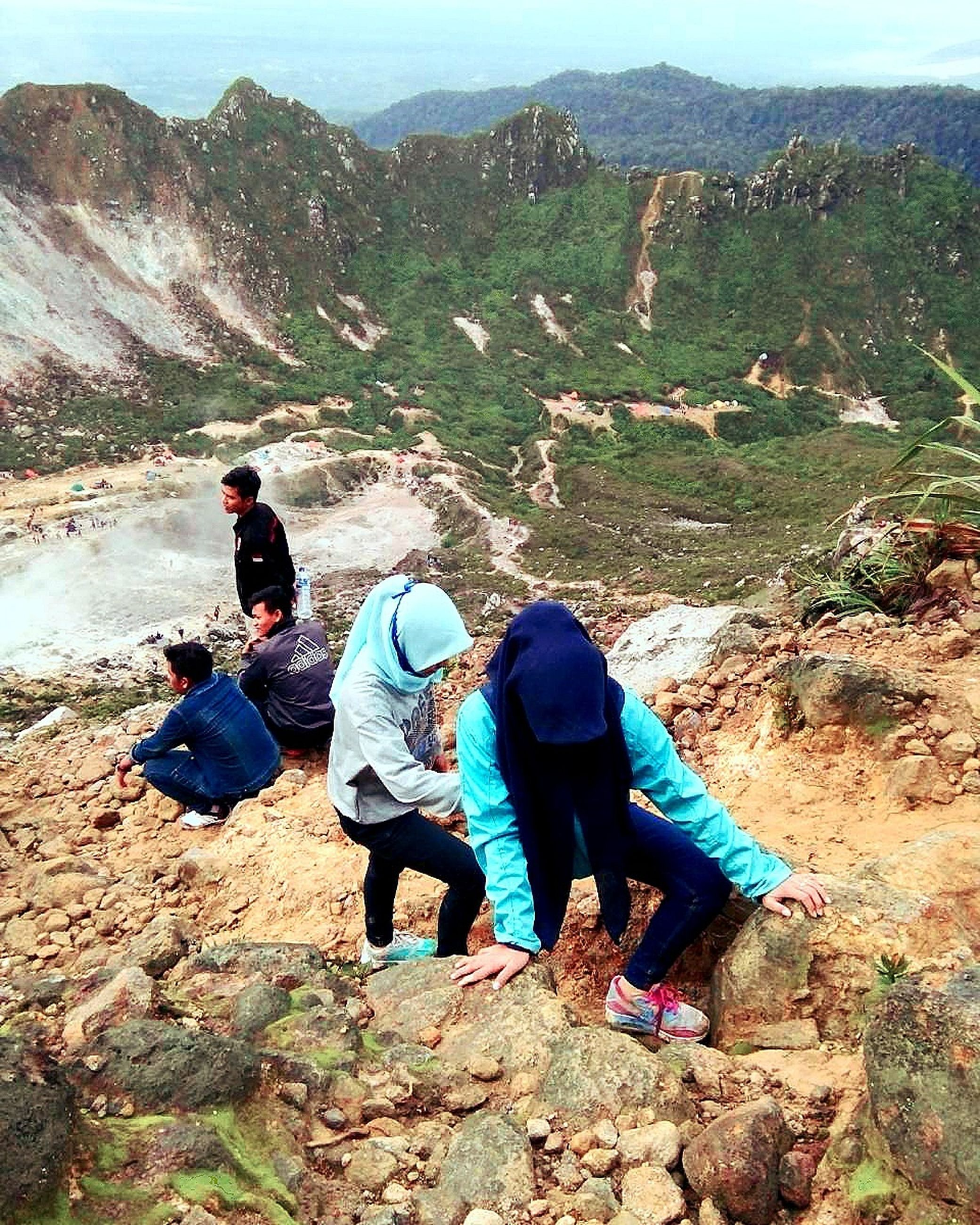 leisure activity, lifestyles, full length, mountain, sitting, rock - object, men, casual clothing, rear view, hiking, person, nature, backpack, relaxation, togetherness, tranquility, landscape
